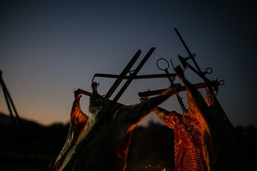 Un rico asado para la noche en el Parque San Rafael, banquetera Ambrosía