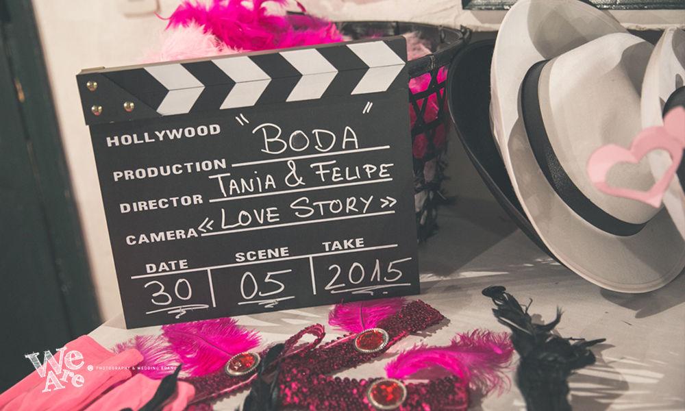 We Are. - Wedding planner. Detalle Atrezzo especial cine clásico en tonos rosas. Diseño y organización de bodas.