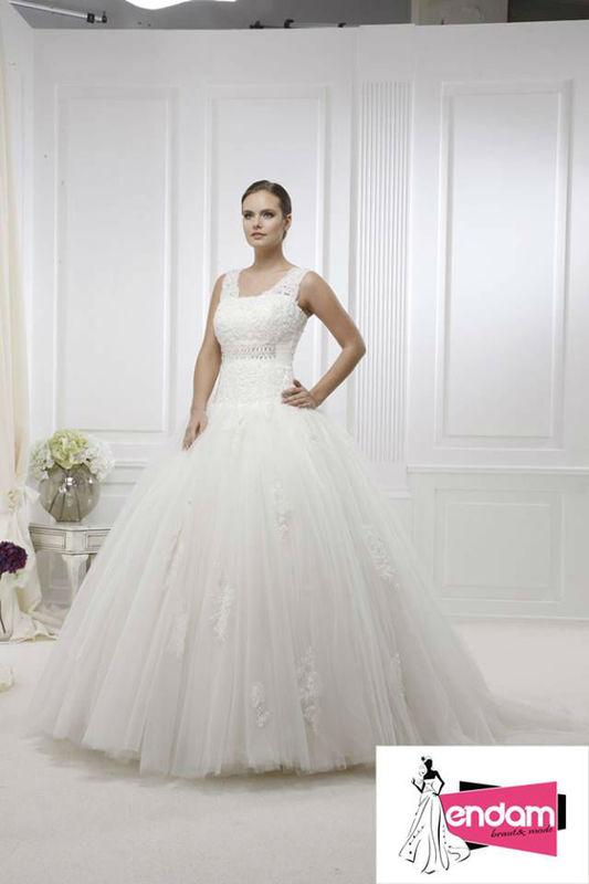 Beispiel: Grosse Auswahl an Brautkleidern, Foto: Endam Mode.