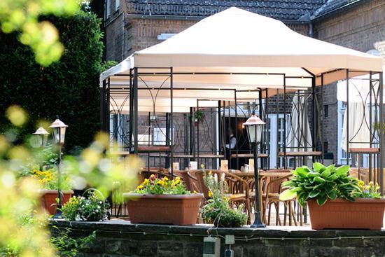 Beispiel:Terrasse mit Pavillons, Foto: Landhaus Hubertus.