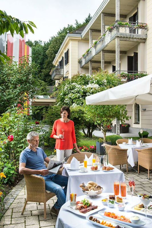 Beispiel: Frühstück im Freien, Foto: Warmbaderhof.