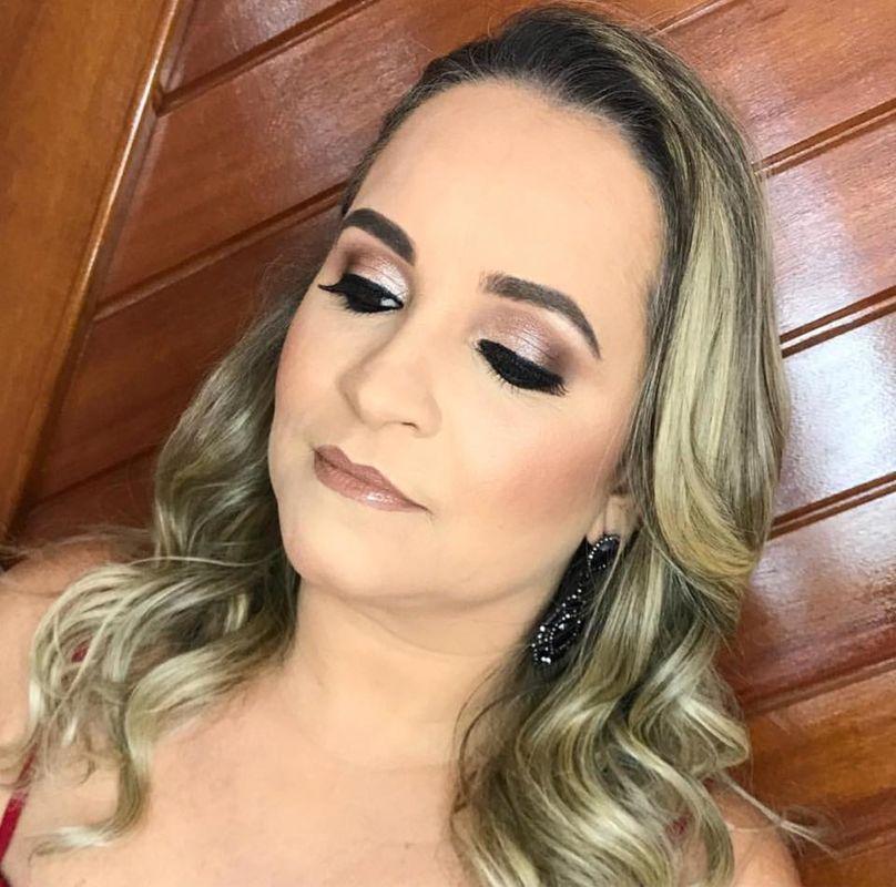 Lara Matavelli Maquiadora