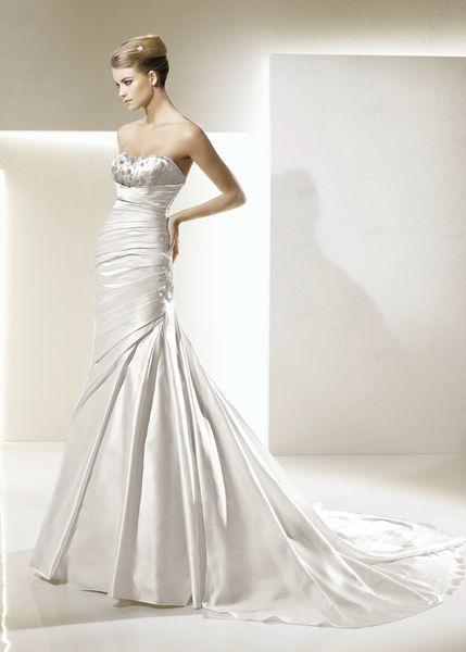 Beispiel: Große Auswahl an Brautkleidern, Foto: Braut-Atelier 09.
