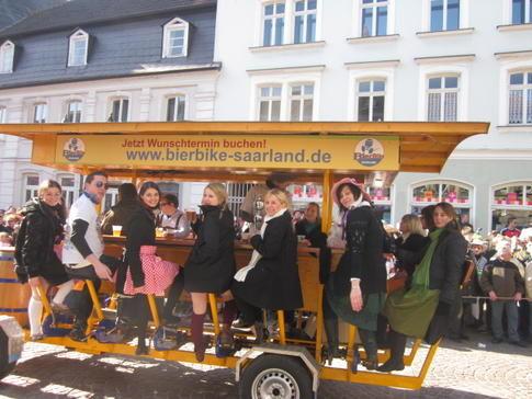 Beispiel: BierBike unterwegs durch Saarbrücken, Foto: BierBike Saarland.