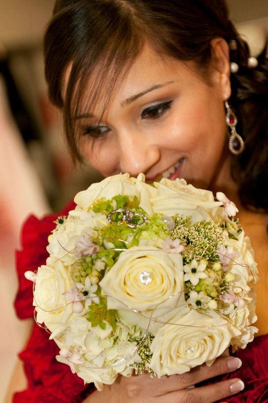 Beispiel: Blumen für den schönsten Tag, Foto: Achillea Dein Blumenladen.