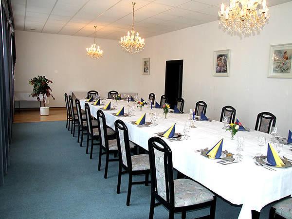 Beispiel: Festtagstafel, Foto: Hotel Lindenhof.