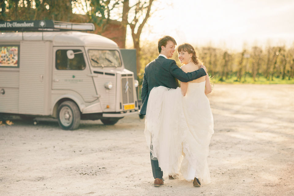 Deze real wedding in boho stijl was gepubliceerd door verschillende wedding media. Deze foto zegt alles over mijn stijl: veel licht, fris, romantisch en modern.