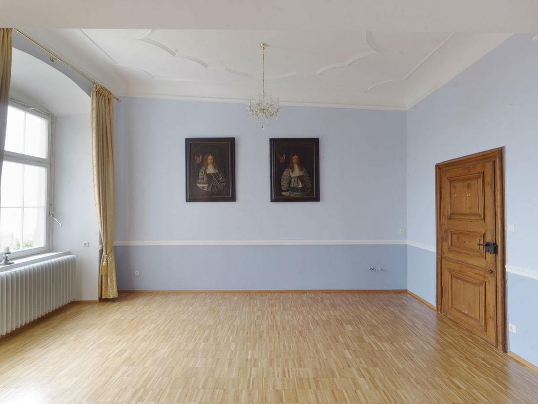 Beispiel: Blauer Fest- und Tanzsaal im 1.OG bis 150 Personen zu setzen, Foto: Schloss Weiterdingen.
