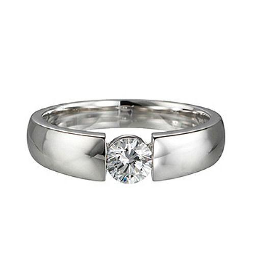 Beispiel: Verlobungsring Silber mit Diamant, Foto: Juwelier Uhren Görde.