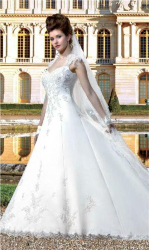 Beispiel: Brautkleid, Foto: Bea´s Hochzeits- und Fest- Boutique.