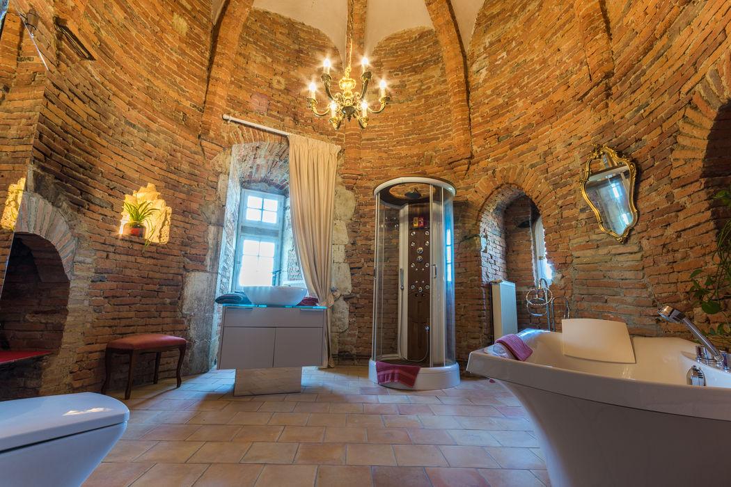 L'espace de bains de mariés, donjon du XIIe siècle