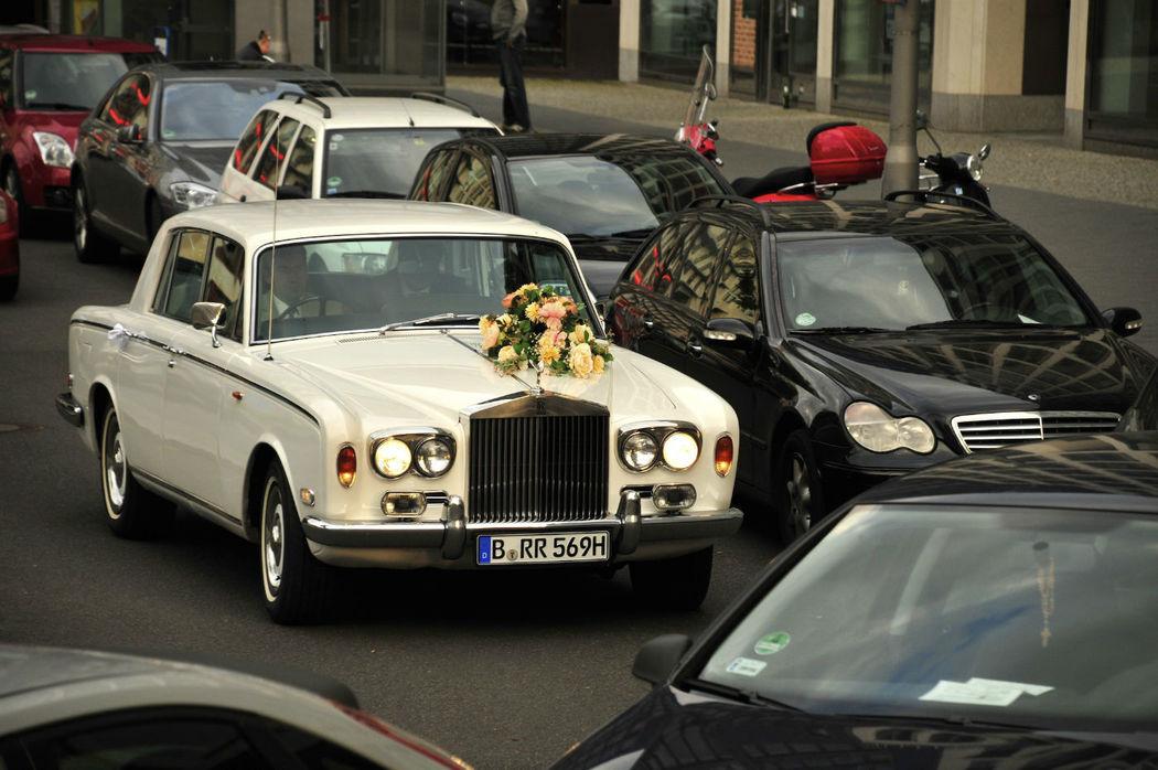 Beispiel: Hochzeitsauto, Foto: Reinweiss Hochzeiten.