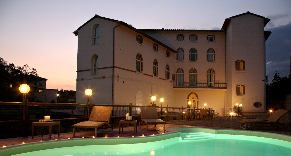 L'Hotel Certaldo nel cuore della Toscana, a pochi passi dal bellissimo borgo medievale di Certaldo Alto ed a qualche minuto dalla celebre San Gimignano!