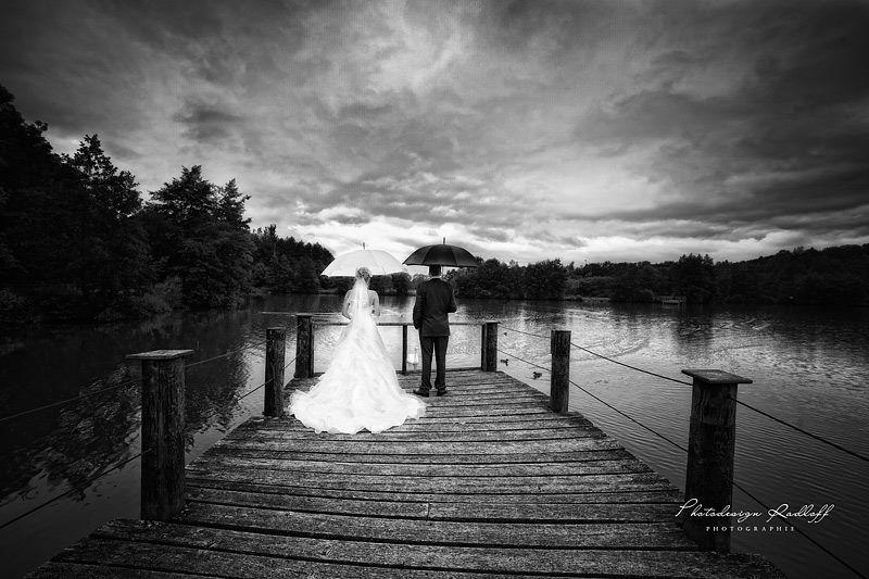 Beispiel: Kreative Hochzeitsfotos in Schwarz-Weiß, Foto: Photodesign Radloff.