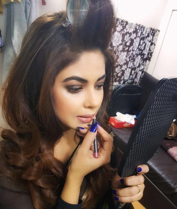 Makeup diary by Nishi Singh