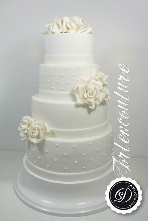 Beispiel: Hochzeitstorte, Foto: sweetDIVA - Tortencouture.