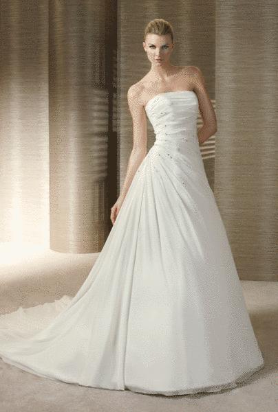Beispiel: Brautmode die begeistert, Foto: Braut-Atelier 09.