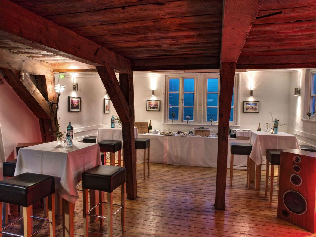 Beispiel: Salon - Snackbüffet, Foto: Eventlocation Waterfront.