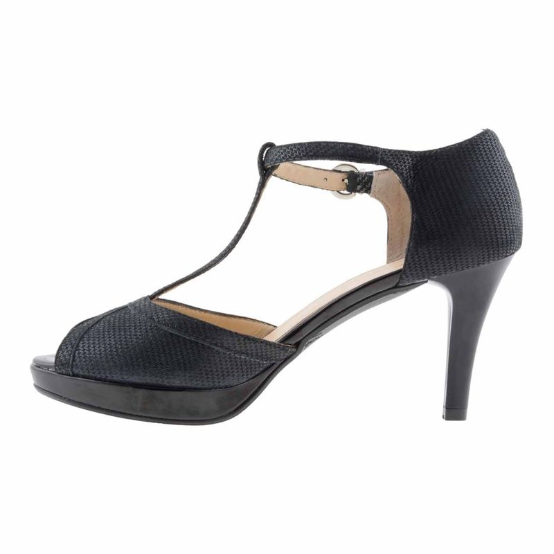 Zapatos estilo salomé piel negro https://www.paulaalonso.es/zapatos-de-fiesta/8181-zapatos-estilo-salome-piel-negro.html#