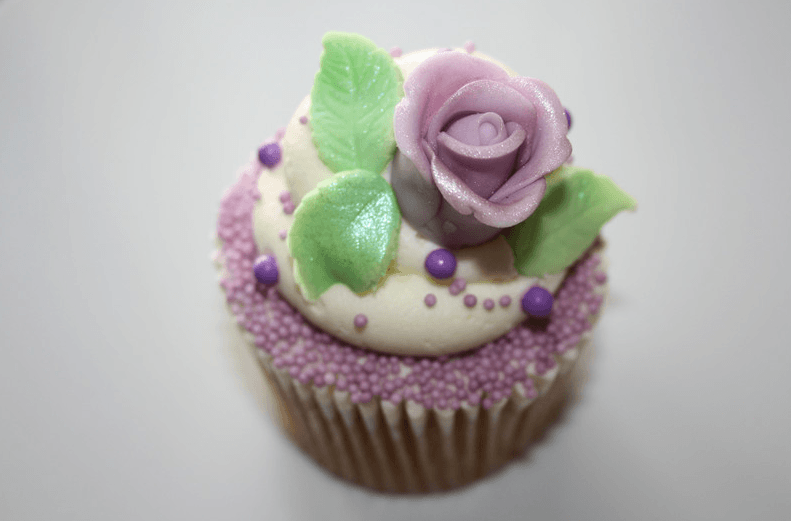 Beispiel: Lila- Buttercremecupcake, Foto: Lealu Sweets.