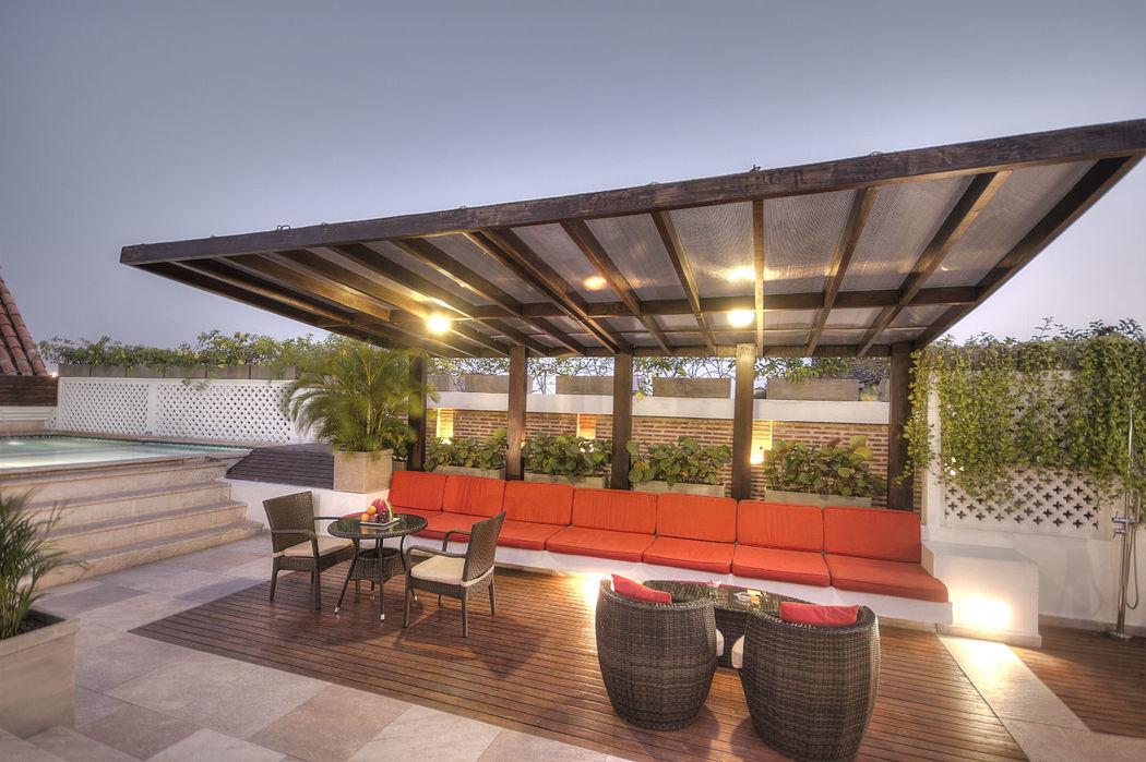 La terraza Solárium ofrece servicio de Jacuzzi, Bar, sala de masaje y miradores
