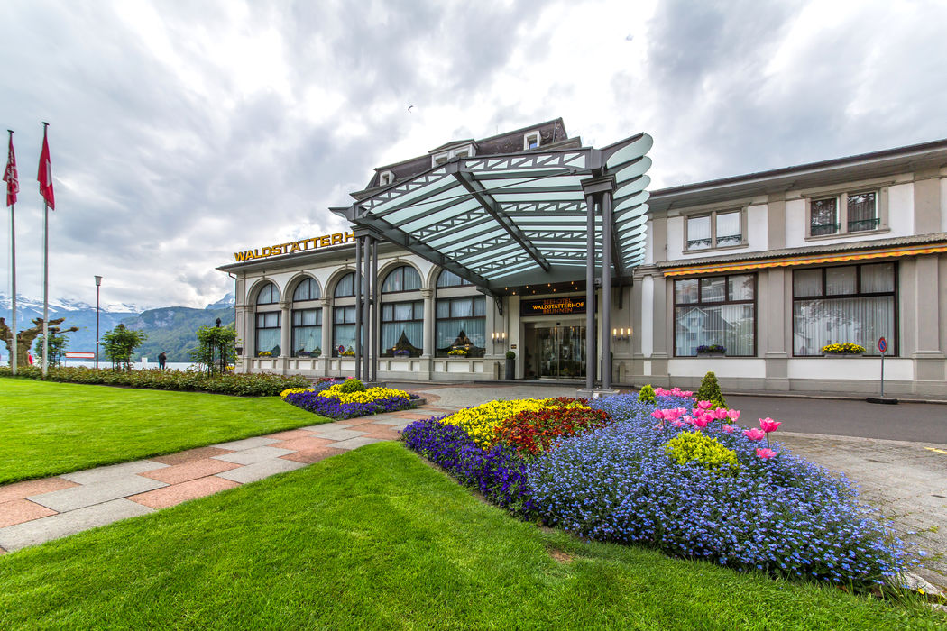 Aussenansicht Haupteingang, Foto: Seehotel Waldstätterhof