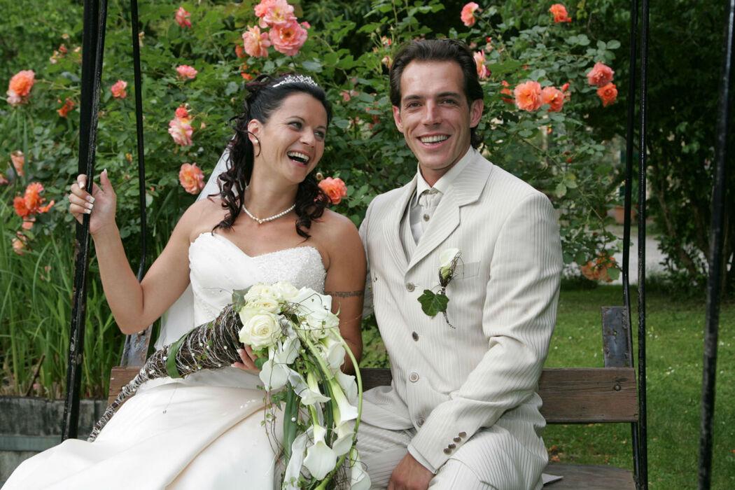 Beispiel: Glückliches Brautpaar, Foto: Hoch-zeiten.at.