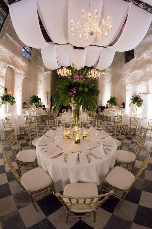 Boda  Hotel Sofitel Santa Clara, predominaron los arreglos  vegetativos con hojas exóticas y orquideas