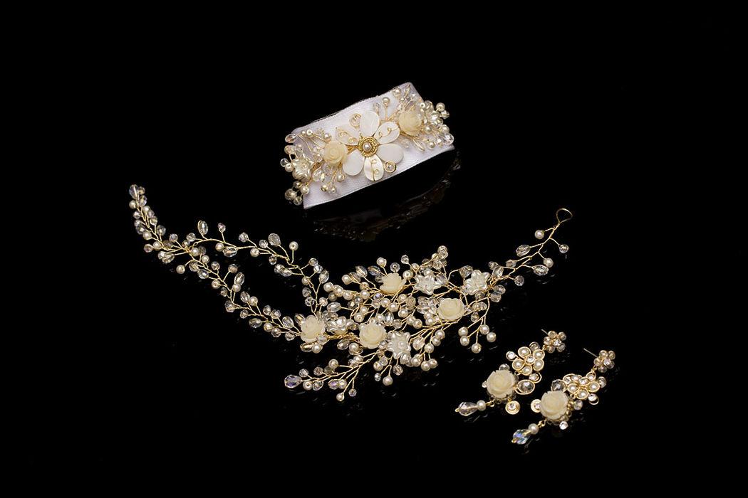 Set de tres piezas con finos alambres bañados en oro de 18k