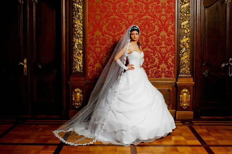 Beispiel: Brautkleid, Foto: Design Veronica Ostrovskaya & Alyona Subbotina.
