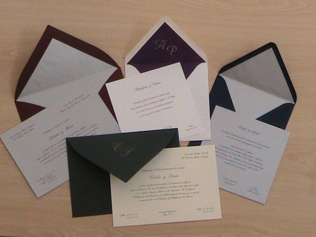 INVITACIONES DE BODA  Gran variedad en cartulinas y sobres de colores. Cartulinas con brillo en diferentes colores: plata, bronce ... Sobres de colores con forro.