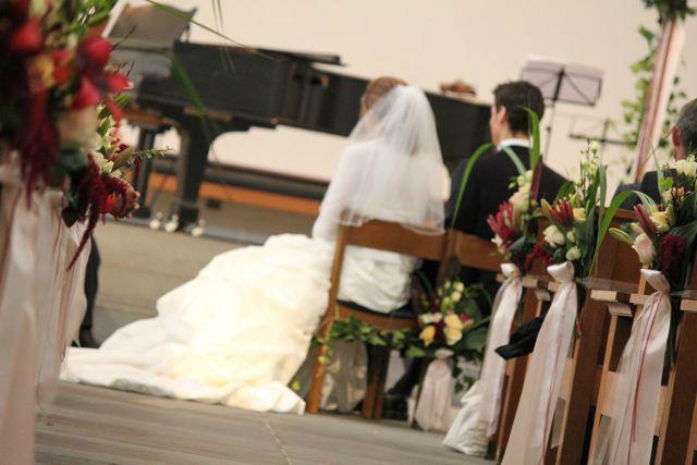 Beispiel: Dekoration der Kirche, Foto: Hochzeitsblumen.ch.