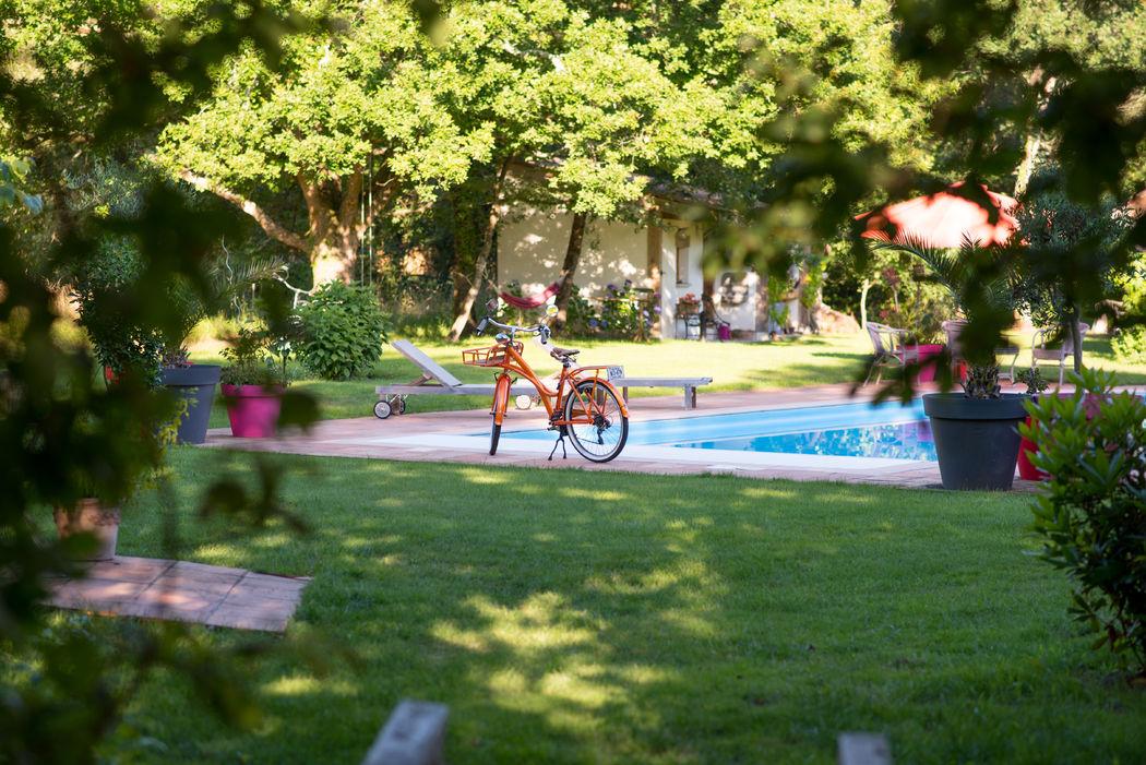 La Cabane et sa piscine chauffée © Alexandra Pottier