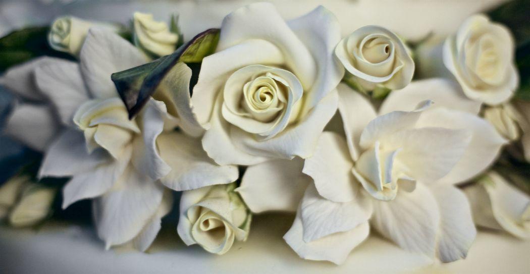 Gardénias e rosas em açúcar