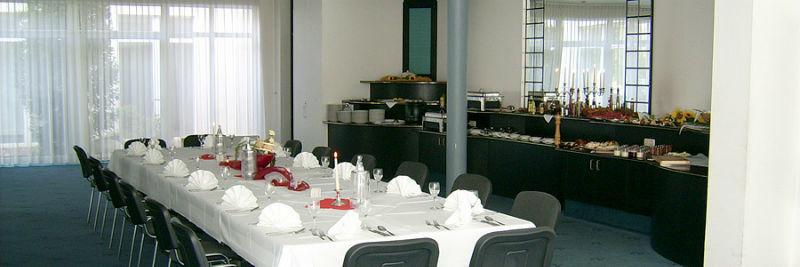 Beispiel: Festgedeck, Foto: AKZENT Hotel Assambador.
