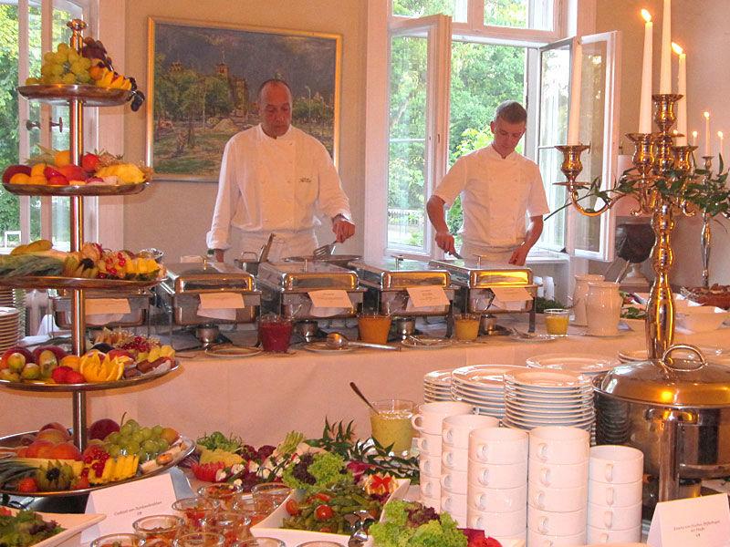 Beispiel:Persönlicher Service auf Ihrer Hochzeit, Foto: Das exklusive Buffet.
