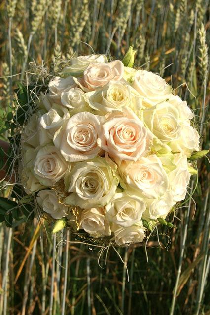 Beispiel: Wunderschöne Brautsträuße, Foto: Hochzeitsblumen.ch.