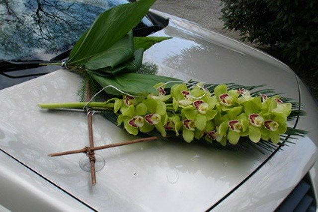 Beispiel: Autoarrangement, Foto: Blumen Luger.
