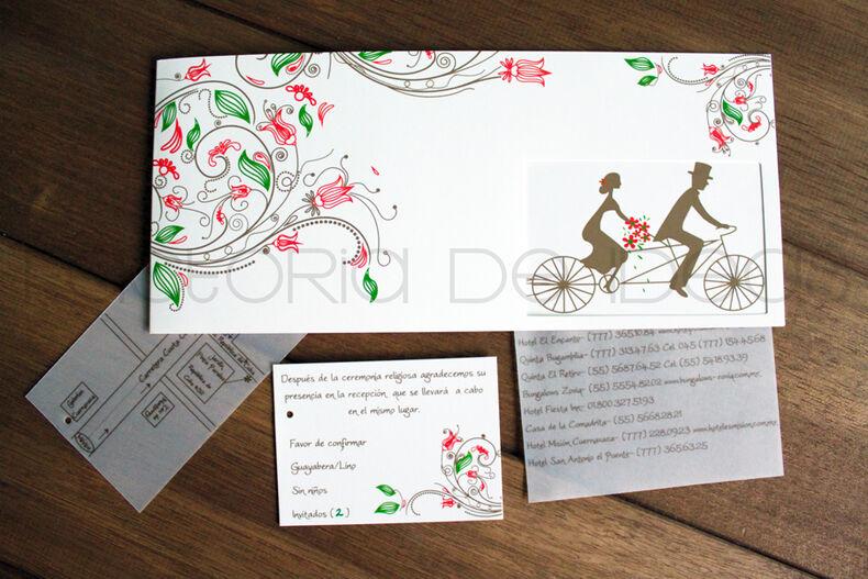 Invitación muy original y especial. Aficionados a la bicicleta, los novios no dudaron en plasmarlo en sus invitaciones.
