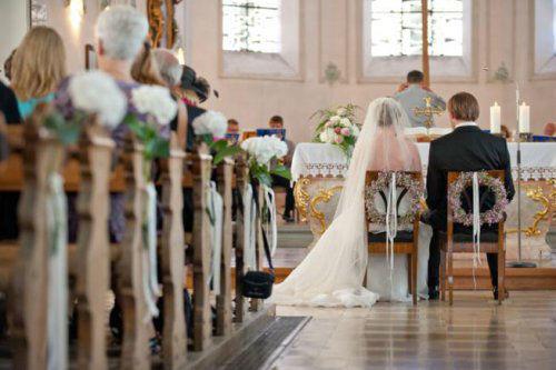 Beispiel: Kirchendekoration für die Hochzeit, Foto: Stiel und Blüte.