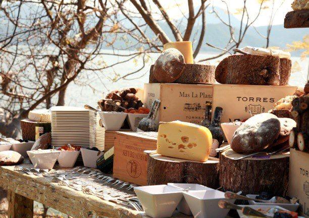 Diseño de mesas de postres, canapés y barras de comida - Foto Banquetes Ambrosía