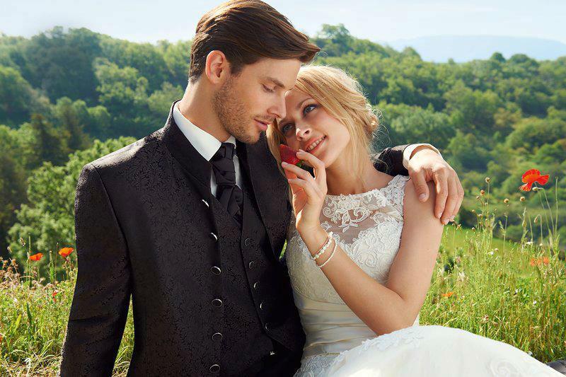 Beispiel: Hochzeitsanzug, Foto: Stöcker.