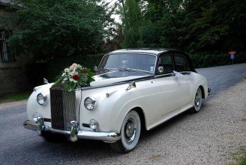 L'excellence de la voiture de collection. Une magnifique Rolls Royce pour un mariage luxueux et raffiné