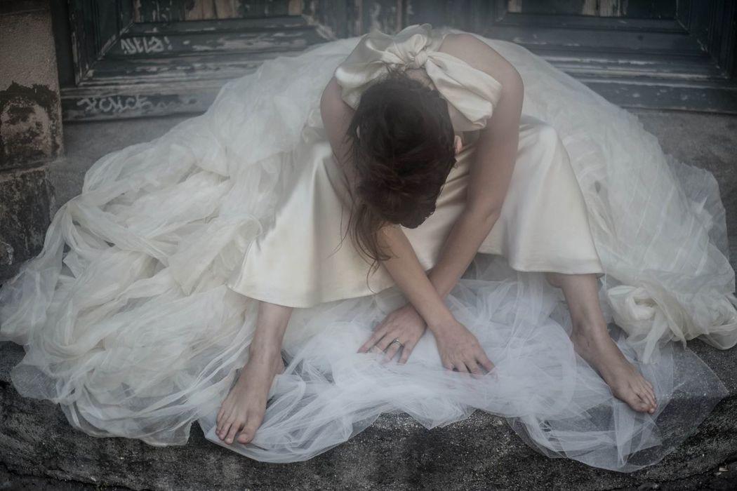 Livia en robe de soie Fanny Liautard pour  Juliette se Marie