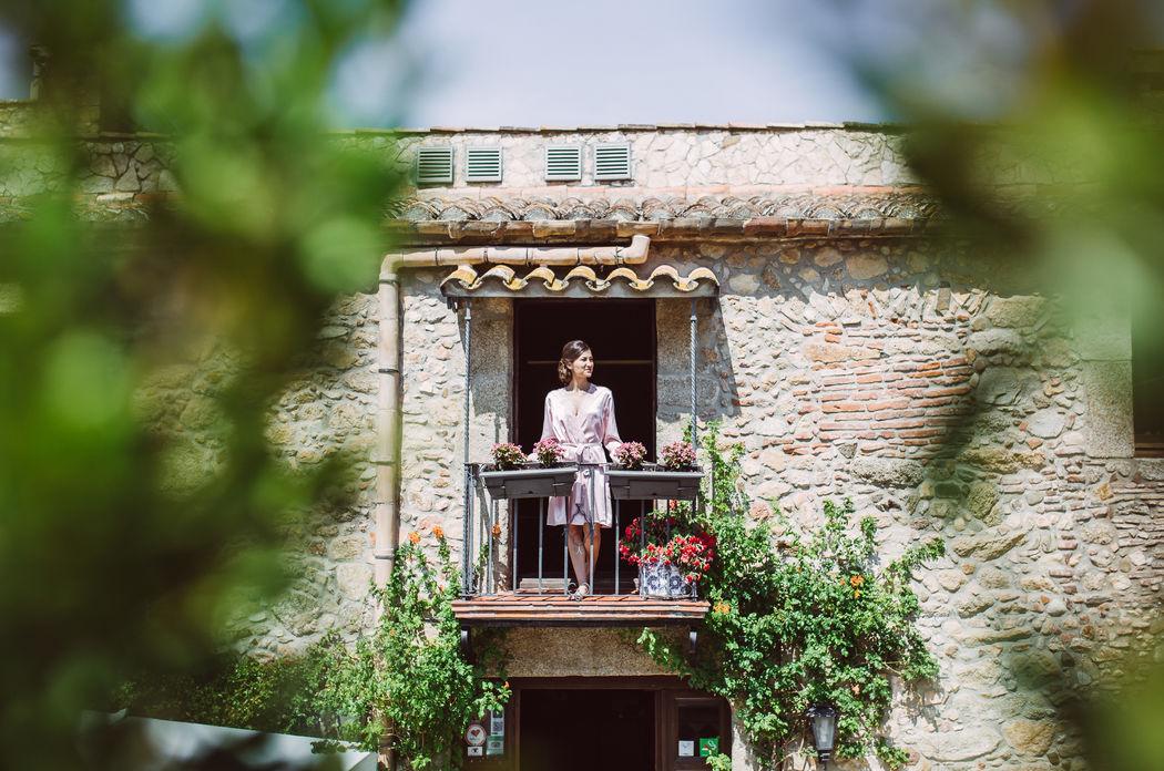 Свадьба в средневековом замке Mas Falet 1682 в Испании. Наиля и Александр Фотограф Алан Нарт