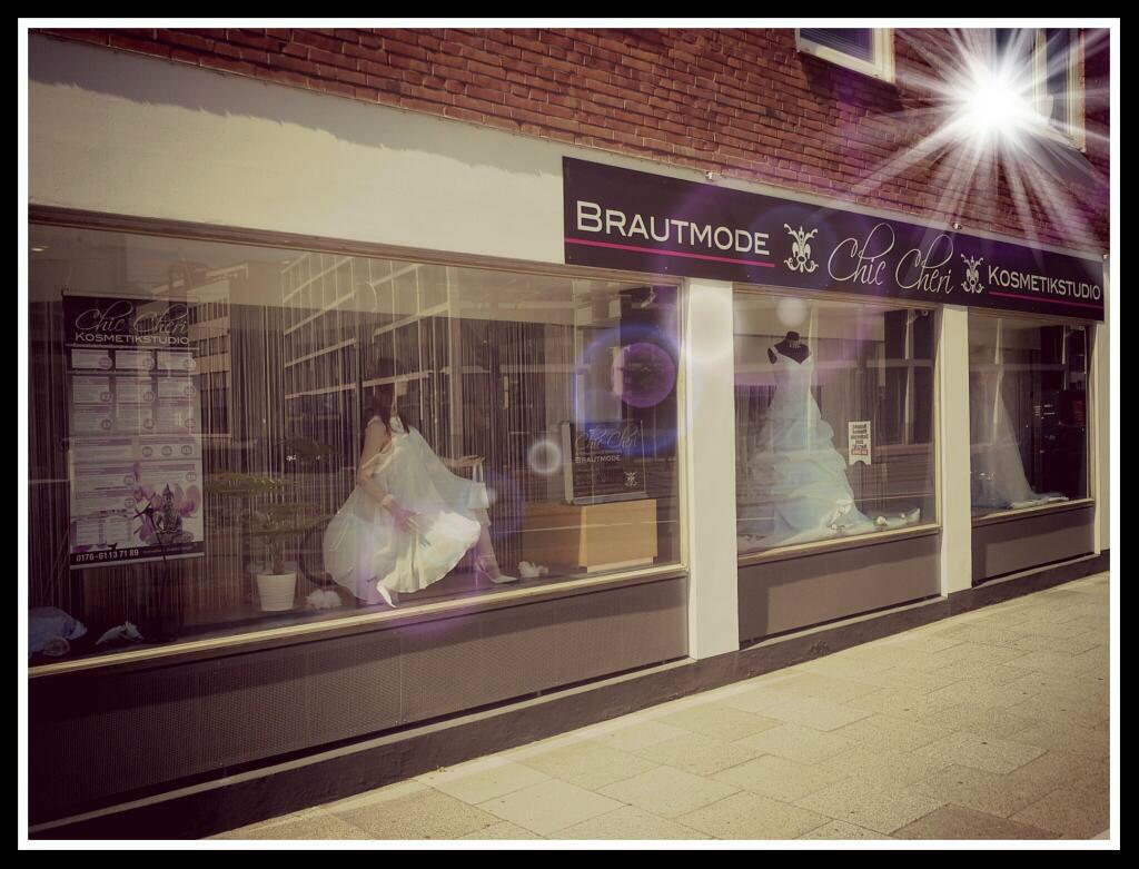 Beispiel: Außenansicht: Das Geschäft, Foto: Chic Cheri Brautmode.