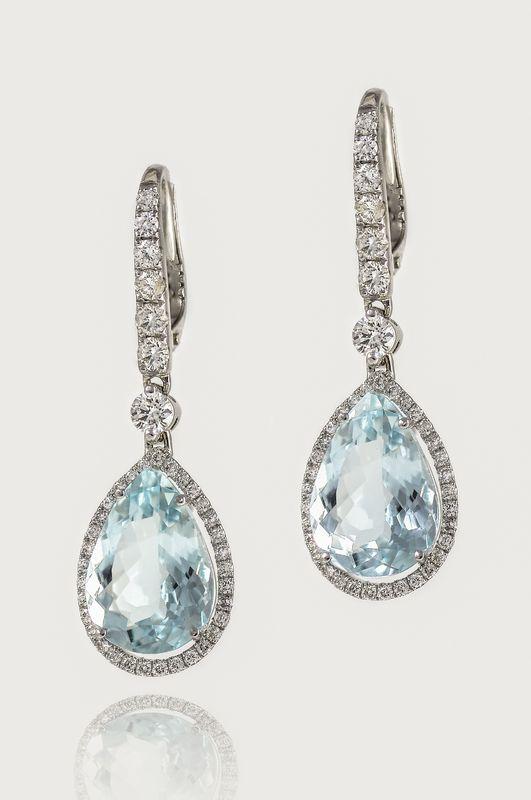 Pendientes de oro blanco, diamantes y aguamarinas naturales