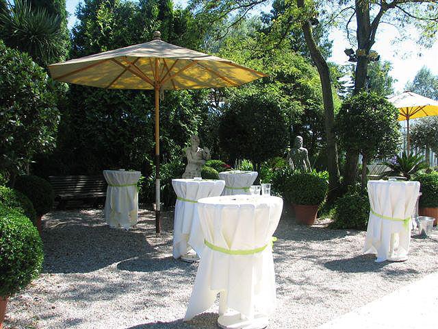 Beispiel: Möbiliar und Tischwäsche für Ihre Veranstaltung, Foto: Paiser Catering.