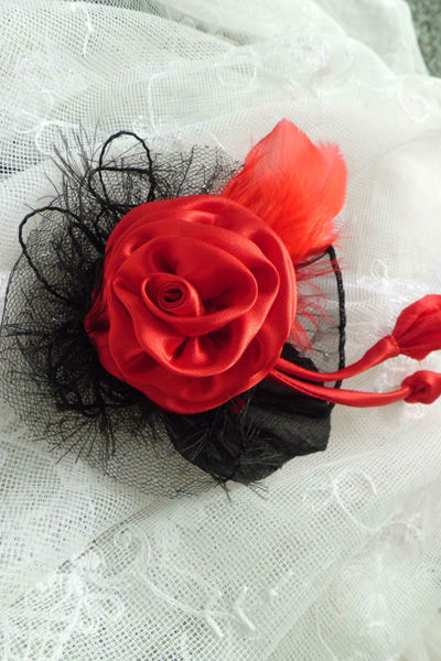 Beispiel: Braut-Accessoires, Foto: Textiles Design nach Mass.