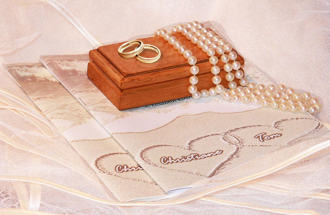 Software per personalizzare il vostro libretto matrimoniale. http://www.libretto-messa-matrimonio.it/libretto.html